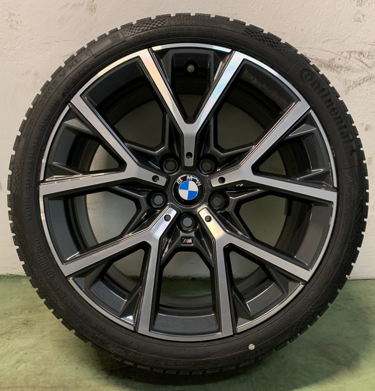 Gyári alufelni BMW új 1-es F40 (553M styl) 8X18 5x112 alufelni új télikerék-garnitúra Continental gumikkal 1