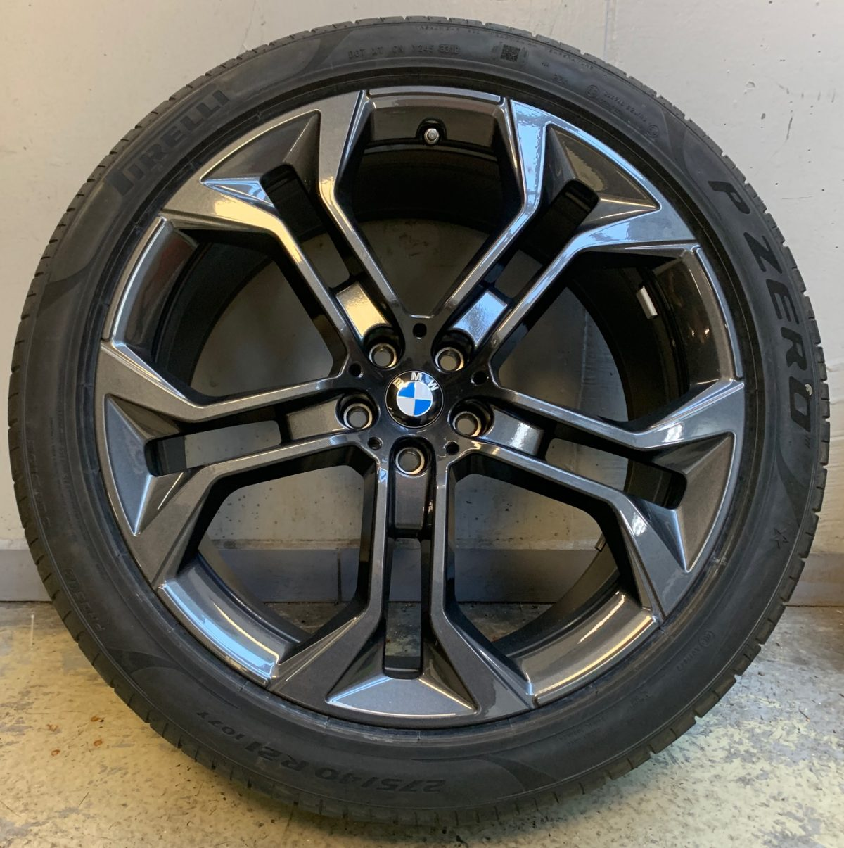 Gyári alufelni BMW X5-X6 G05-G06 (744 Style) 9,5X21-10,5X21 új télikerék-garnitúra! Pirelli gumikkal 1